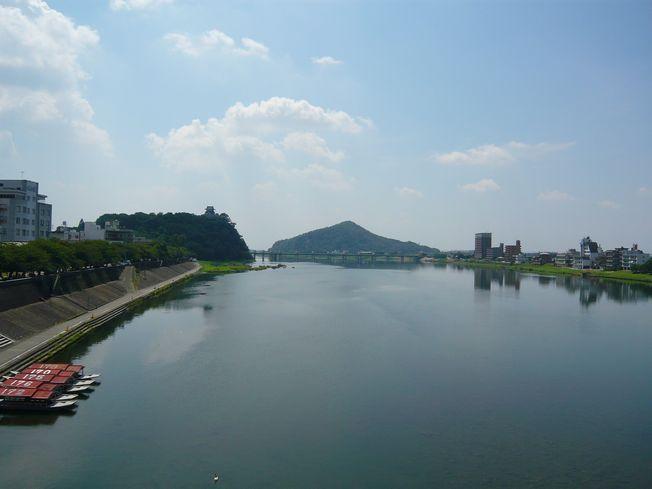 木曽川から眺める犬山城
