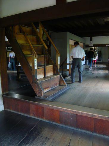 犬山城内部の急な階段
