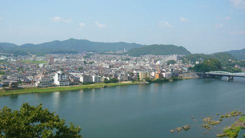 犬山城天守外廻縁から北方向を望む。